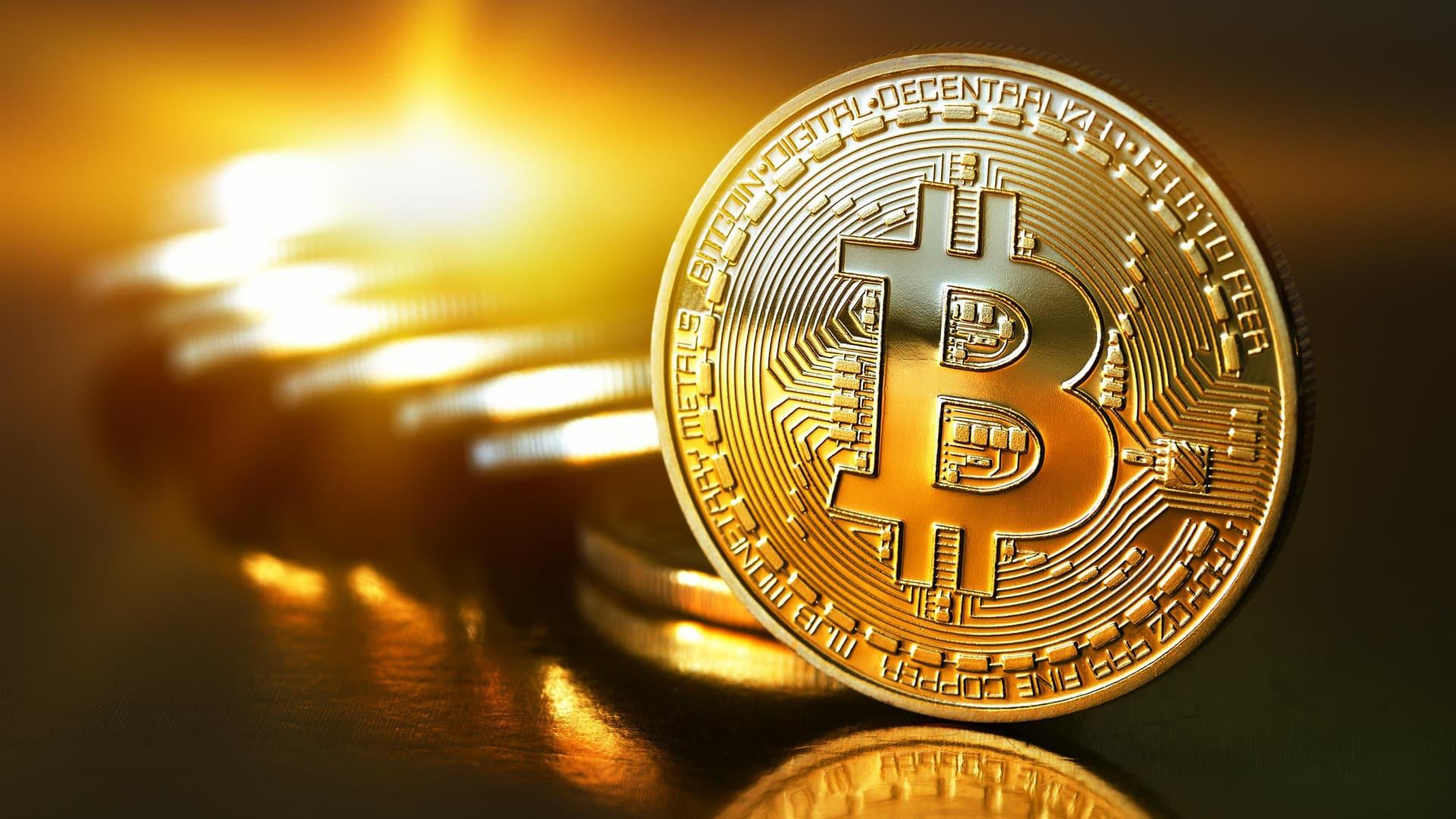 Люди будут массово покупать BITCOIN, потому что золото сейчас в большом дефиците!